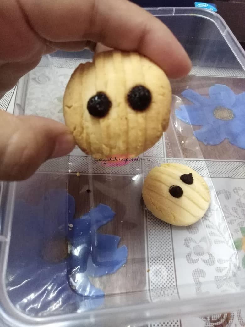 sedap biskut alien biskut ulat