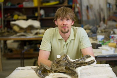 Paleontologist finds that ligaments in some dinosaurs' necks helped them graze more efficiently