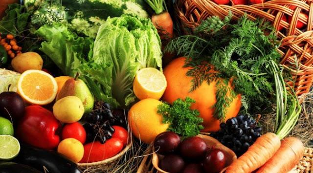 """As irregularidades do setor alimentício de carnes, apresentadas recentemente pela Operação Carne Fraca, demonstram um """"processo"""" de """"violações de direitos"""", que """"engloba um ciclo que vai da produção ao aproveitamento do alimento por quem o consome"""", e a """"imposição"""" de um """"modelo neoliberal e de um sistema agroalimentar corporativo que lhe é funcional"""", diz Valéria Burity à IHU On-Line. Segundo ela, situações como essas ocorrem """"porque existe uma opção política em apoiar o agronegócio e isso se dá porque a lógica das normas e das leis ainda favorece grandes empresários, em detrimento de agricultores familiares"""". E assevera: """"A causa de tudo isso é que o agronegócio tem influência sobre os poderes públicos, e um grande exemplo disso é a Bancada Ruralista do Congresso""""."""