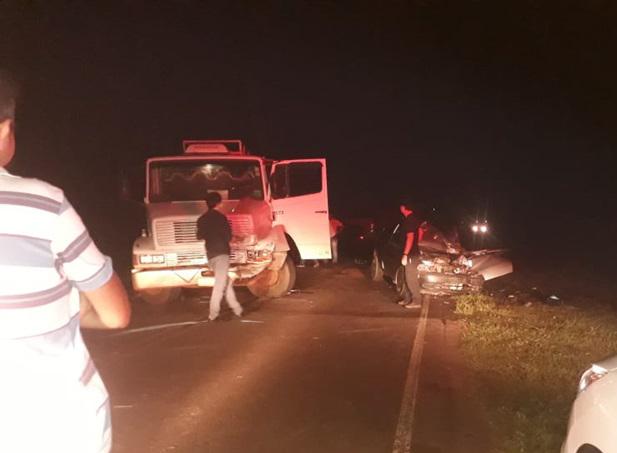 Idoso perde o controle do carro e colide contra caminhão em Cajobi