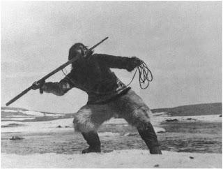 Nanuk cazando en el documental Nanuk el esquimal