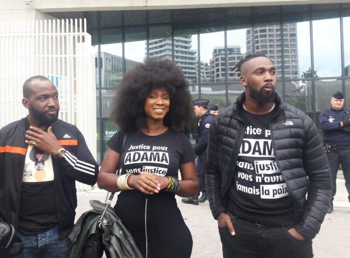 Justice : Les trois gendarmes qui ont arrêté Adama Traoré devront verser 2000 euros à Assa Traoré