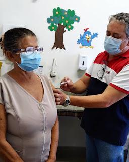 Agente de Saúde Vilma é a primeira a ser acinada