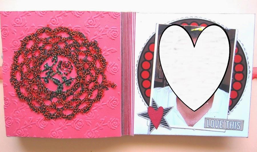 foto 4 decoración interior LOVE mini-álbum a la izquierda tarjeta roja con embossing frío de rosas y blonda y caviar embossing y a la derecha foto sobre mat tonos rojos y negros