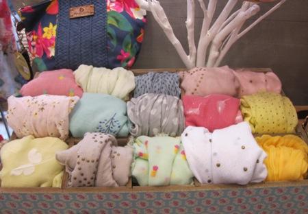 Fulares estampados mitad seda y mitad algodón, colores variados.