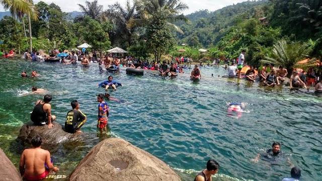 Wisata pegunungan rasa pantai di Taman Batu cijanun Purwakarta