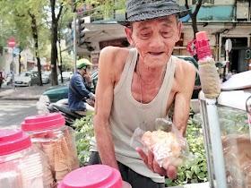 Ông cụ U.90 đẩy xe kem khắp Sài Gòn: 'Bán' kỉ niệm tuổi thơ cho dân 7-8X