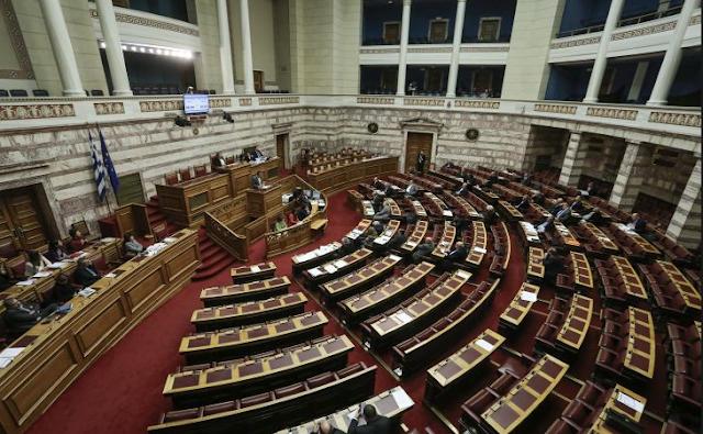 Μια Βουλή… για τα πανηγύρια συνεχίζει να δίνει (κακόγουστες) παραστάσεις