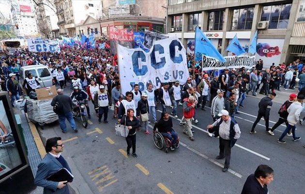 Οργή στην Αργεντινή για τα μέτρα λιτότητας που φέρνει το ΔΝΤ - Στους δρόμους τα συνδικάτα