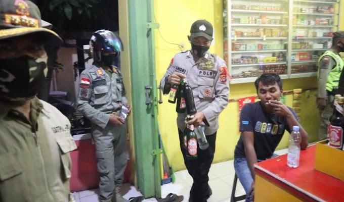 Puluhan Botol Miras dari Toko Jamu Berhasil Diamankan Satgas Ops Bina Kusuma Maung 2021 Polres Cilegon