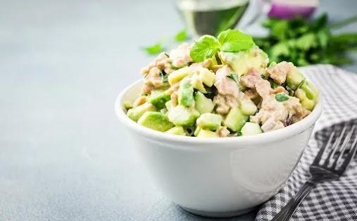droseri-salata-me-tono-kai-giaourti