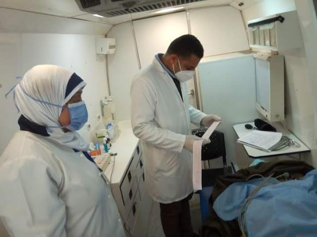 الكشف على ١٦٤٨ مريض خلال قافلة طبية متعددة التخصصات بالبحيرة