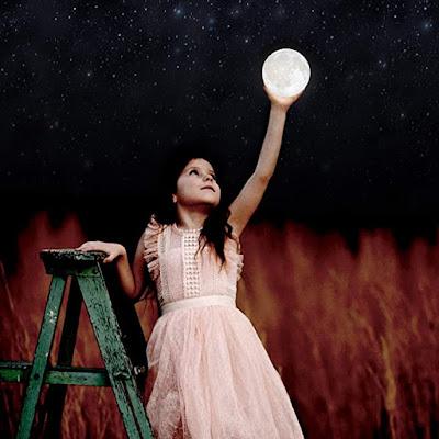 जैसे चाँद अपने घर में रौशन हो आया हो.. घर का मौसम सुहाना करने वाला मुन लाइट