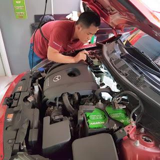 Memeriksa mobil bekas
