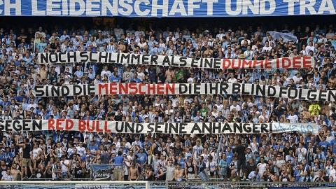 Những khẩu hiệu tẩy chay đội bóng RB Leipzig