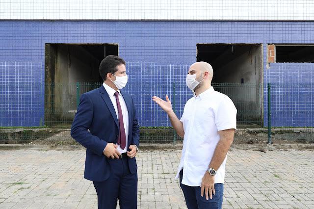 Romero Sales Filho volta a fazer fiscalização nas obras da UPAE de Escada, acompanhado do vereador Paulinho