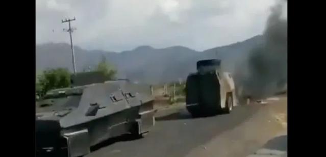 Video: Decían que era invencible y soportaba todo; Así fue como un blindado oxidado remolcaba a otro en llamas tras enfrentamiento en Michoacán