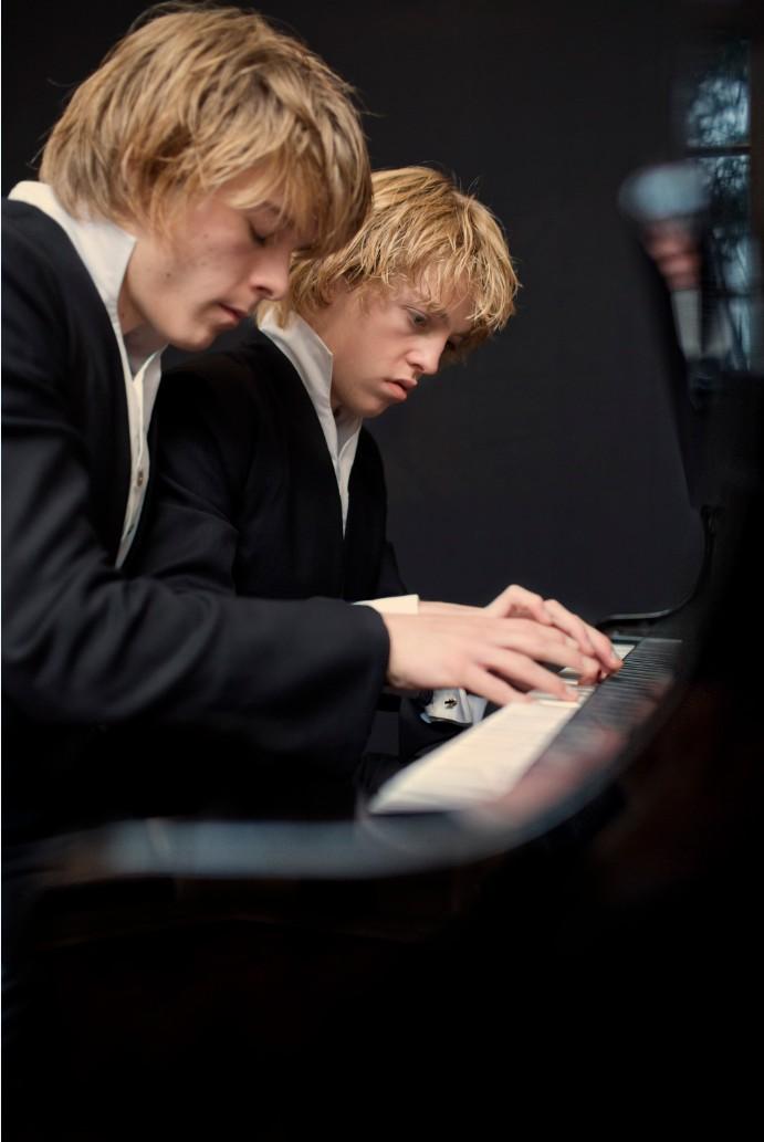 пианисты братья лукас и артур юссен фото базанова