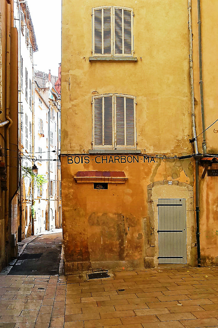 Ein Spaziergang durch die Altstadt von Toulon (Reisebericht im Rahmen einer Kreuzfahrt mit der Mein Schiff 5 von Tui Cruises) | Arthurs Tochter kocht. Der Blog für food, wine, travel & love