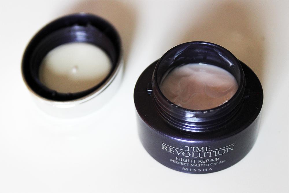 Missha Time Revolution Night Repair Perfect Master Cream bottle