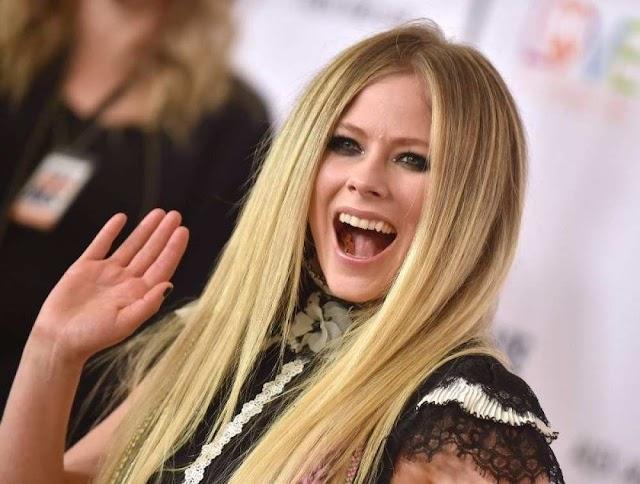 SBT y el presentador Danilo Gentili son condenados a indemnizar a fan de Avril Lavigne
