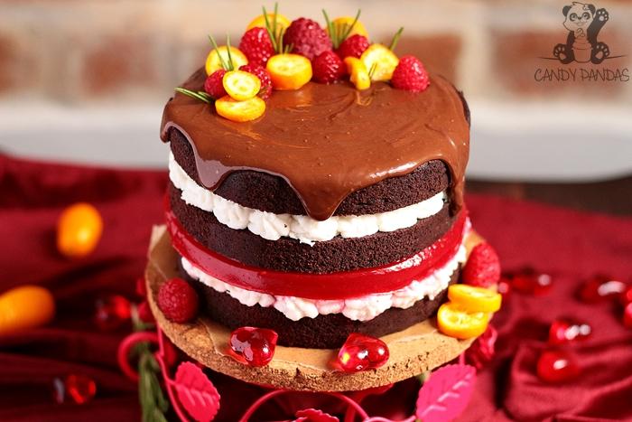 Tort walentynkowy, czekoladowy  z kokosowym kremem i malinową galaretką (bez glutenu, cukru, laktozy, wegański)