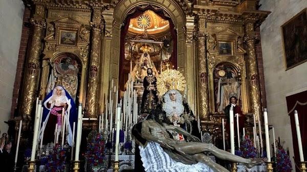 La hermandad de la Soledad de Jerez traslada a sus imágenes a la Merced en medio de la polémica