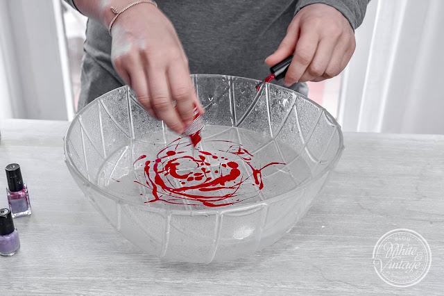Glas mit Nagellack marmorieren