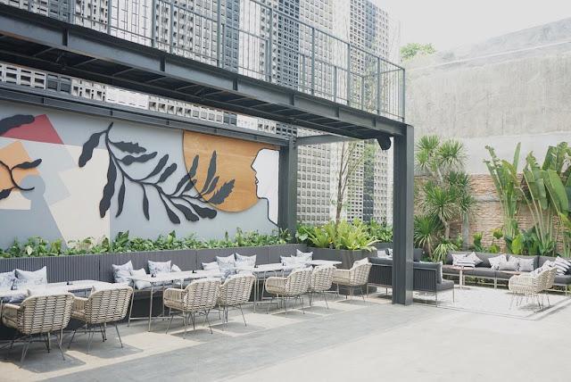spot greyhound cafe gunawarman