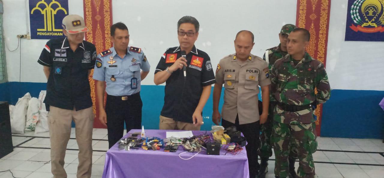 Tim Gabungan TNI-Polri dan Kadiv Pas Gelar Razia Di Rutan Barabai