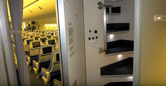 Conheça esconderijo secreto exclusivo da tripulação nos aviões - Capa 2