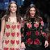 Vittoria Ceretti e Francesca Lazzari desfilam pela passarela da Dolce & Gabbana durante a Milan Fashion Week de Outono/Inverno 2017/18 em Milão, Itália - 26/02/2017