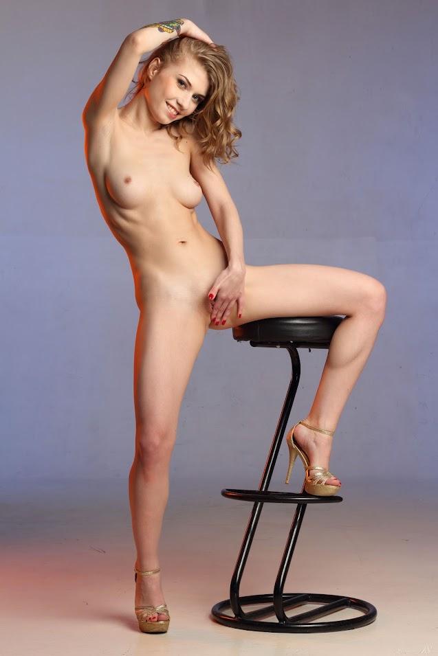 [Stunning 18] Eva Gold - High Stool
