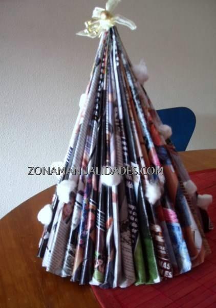 arbol navidad hecho con revista