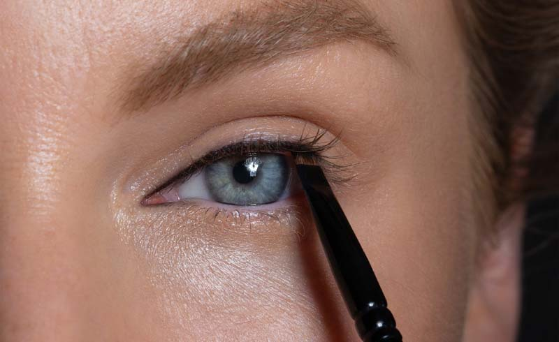 How to Apply Push Eye Liner