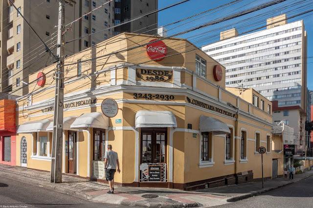 Casa na Av. República Argentina, esquina com a Travessa Rafael Francisco Greca