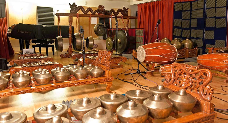 Hasil gambar untuk gamelan