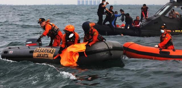 Lokasi Black Box Sriwijaya Air SJ182 Ditemukan, tapi Tertimbun Bongkahan Besar Pesawat