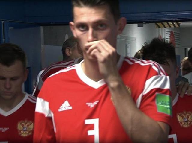 HÌnh ảnh các cầu thủ Nga 'hít một vật cuộn tròn' bị ghi lại. - Win2888vn