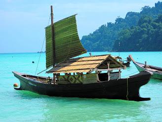 Moken hajó