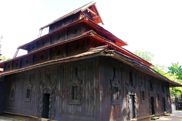 Templo de madera Bagaya en Ava