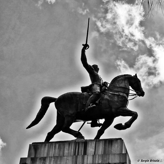 Close-up do Monumento ao Duque de Caxias - Praça Princesa Isabel - Campos Elíseos - São Paulo