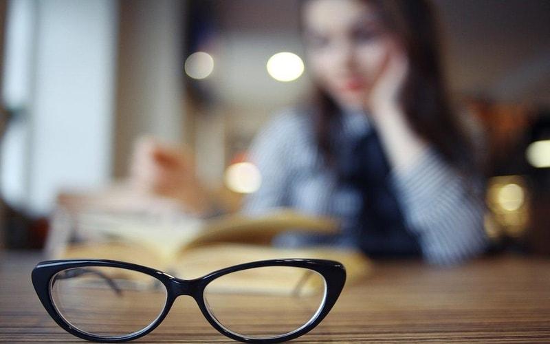 Review Lengkap Keunggulan Lensa Kacamata Branded