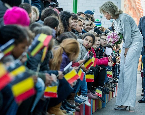 Queen Mathilde visited the De Kleine Wereld primary school in Asse for Week of Reading. Queen wore Dries Van Noten cashmere sweater