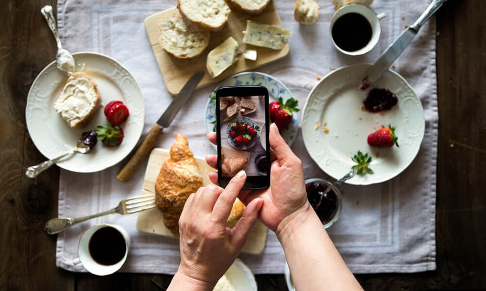 fotografii-dlya-kulinarnogo-bloga-eda-na-stole