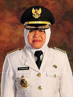 Bu Risma dilahirkan di Kediri, Jawa Timur pada tanggal 20 Oktober 1961
