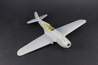 mise en croix du Curtiss P-40B Warhawk d'Airfix au 1/48.