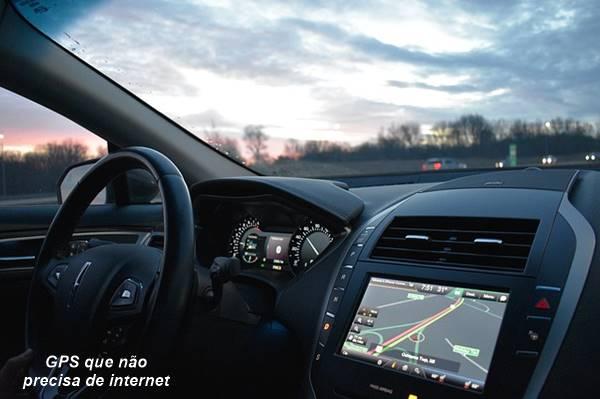 Painel do carro com GPS ligado