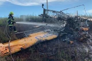 Avião cai e mata piloto carbonizado após monomotor pegar fogo em Goiás