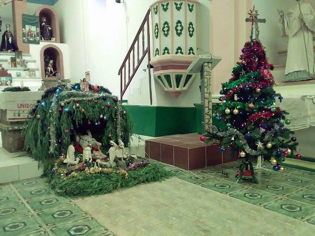 Festlich geschmückt die Kirche in Esmoraca Bolivien